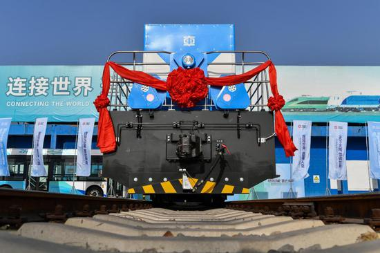 China rolled out its first self-developed hydrogen fuel cell hybrid locomotive